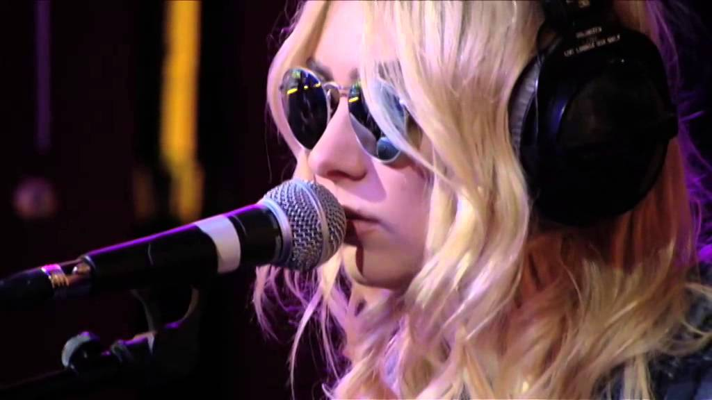 The Pretty Reckless - Champagne Supernova in the Live Lounge Chords ...