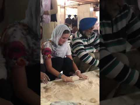 Volunteering at Gurudwara Bangla Sahib Sikh temple in Delhi, India Mp3