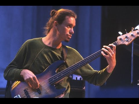 Jaco Pastorius constant 16th note technique - mutes - Hammer-ons - Come on over part 2/4