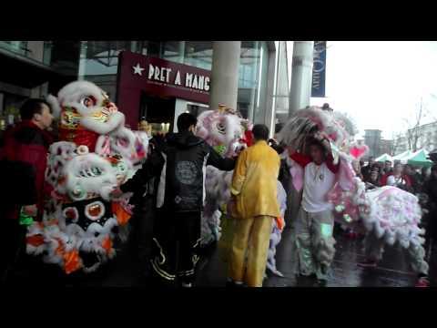 忠信龍獅團 Waterside Lion Dance greets YiQuin at West Quay (Southampton)