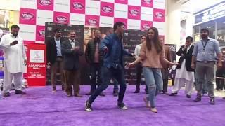 Mahira khan Dancing In Zaalima with Lucky fan
