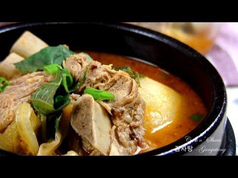 Gamjatang 감자탕 (Korean Pork Bone Soup)