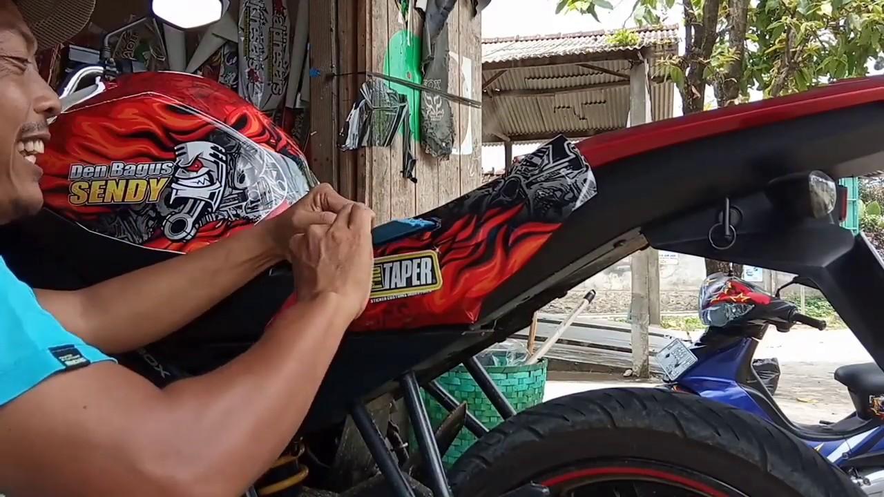 Cara Pasang Stiker Decal Motor Yamaha Vixion Mantap Youtube