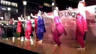 ボリウッドダンス 「ディワンギ・ディワンギ」, 「オーム・シャンティ・オーム」 (恋する輪廻より)