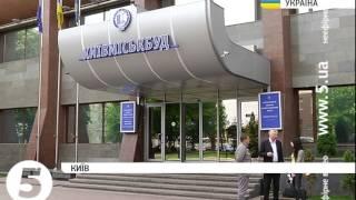 У Києві розгорівся черговий скандал довкола новобудови. Сюжет(, 2015-05-13T22:47:50.000Z)