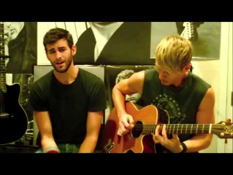 Dancing On My Own (acoustic) - Chris Salvatore And Whitmore Roth