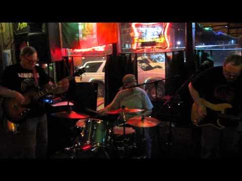 Nude Furniture - video clip - Arnie's Bar - Tulsa, OK - 4/5/14
