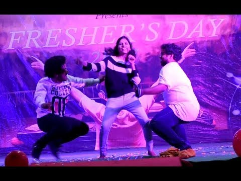 CHIRANJEEVI SYRA NARASIMHA REDDY Rikshavodu   roop thera masthana   chik chiklet dance performance  