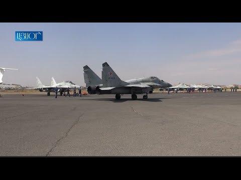 «Стрижи» показали высший пилотаж в небе над Ереваном