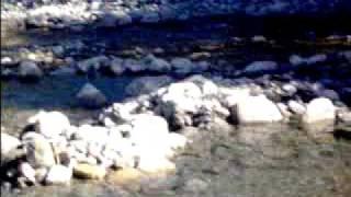 Anouk's filmpje over het riviertje langs de camping