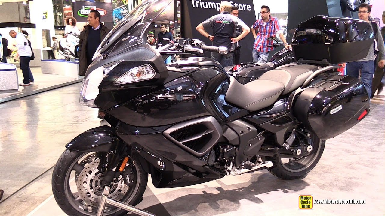 2015 triumph trophy se walkaround 2014 eicma milan motorcycle exhibition youtube. Black Bedroom Furniture Sets. Home Design Ideas