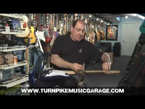 Guitar Tech - How to keep your guitar in tune - Turnpike Music Garage - Distinti Productions