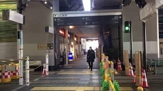 2020.2.29(土)12:07 接続近づく富山駅南北の路面電車【富山駅 高架下】