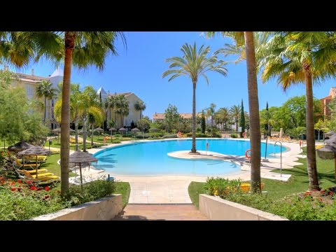 Beachside penthouse with sea views in Bahia de Marbella