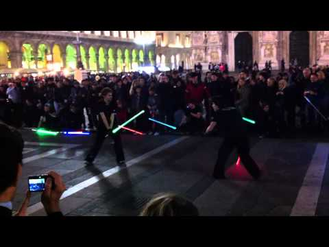 Here's How You'd Really Fight With a Lightsaber