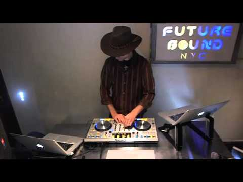 Futurebound NYC: Deephouse, Techno and Techhouse DJ Mix. November 16th 2012 (1/3)