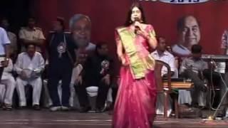 malini awasthi saiya mile larkaiya bhojpuri sammelan 2013