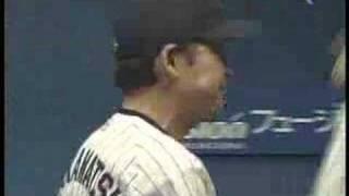 2005年10月14日、本拠地神宮球場でのシーズン最終戦対横浜のスポーツニ...