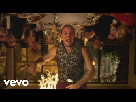 Calle 13 - Vamo' A Portarnos Mal (Video)