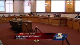 City manager signs lease privatizing city-owned parking