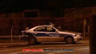 Ende einer Verfolgungsjagd - Streifenwagen zerstört - 2 Polizisten verletzt