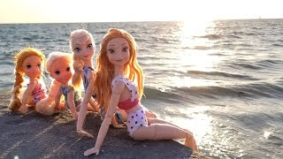 Super Beach day ! Elsa & Anna toddlers - Barbie - sand play - water fun - splash - sunset
