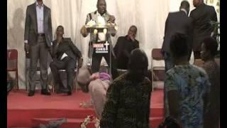 Video REV MAKOSSO PRESENTE REVDAO SOULEYMAN dans: du sepulcre de rachelle a la colline de Dieu download MP3, 3GP, MP4, WEBM, AVI, FLV Juli 2018