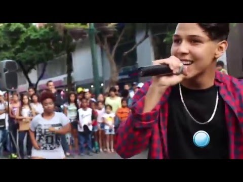 ¨Mi Novia Legal¨ La Rebeldia en Sabana Grande, Caracas 2015
