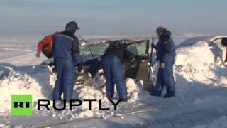 Russia: EMERCOM dig cars out from the snow near Orenburg