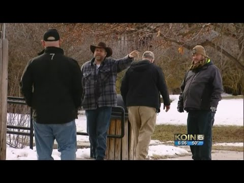 Bundy seen leaving FBI headquarters near Malheur