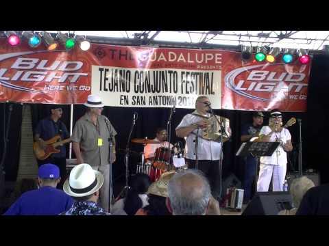 Flavio Longoria 2011 Tejano Conjunto Festival.wmv