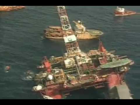 Três explosões destroem plataforma P 36 da Petrobras na Bacia de Campos  (2001)