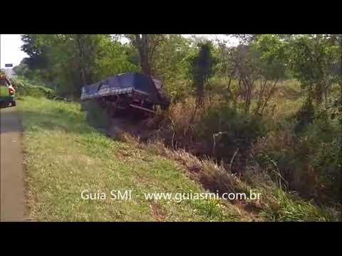 BR-277: Carreta tomba após sair da pista em São Miguel do Iguaçu
