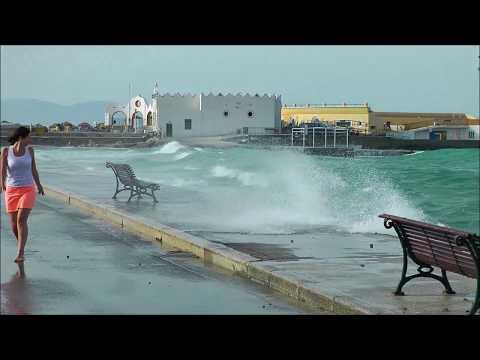 Sturm Wellen in Mandraki Hafen von Rhodos Stadt HD