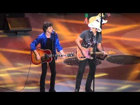 Rolling Stones - Dead Flowers (with Brad Paisley) - Philadelphia 6/18/13