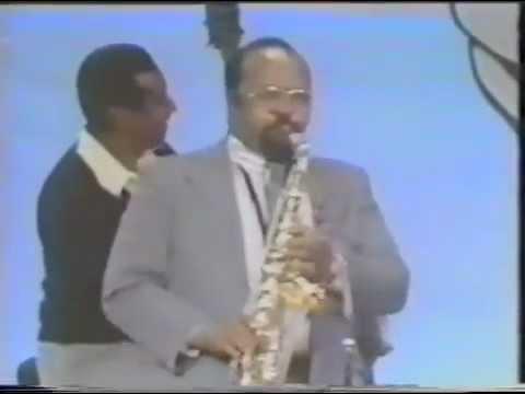 "James Moody,alto sax, Al Haig,piano, Ray Brown,bass, Kenny Clarke,drums.""Groovin' High"""