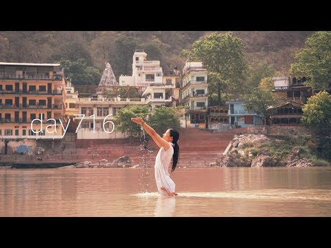 day716 : Ablution in the Ganges river @India