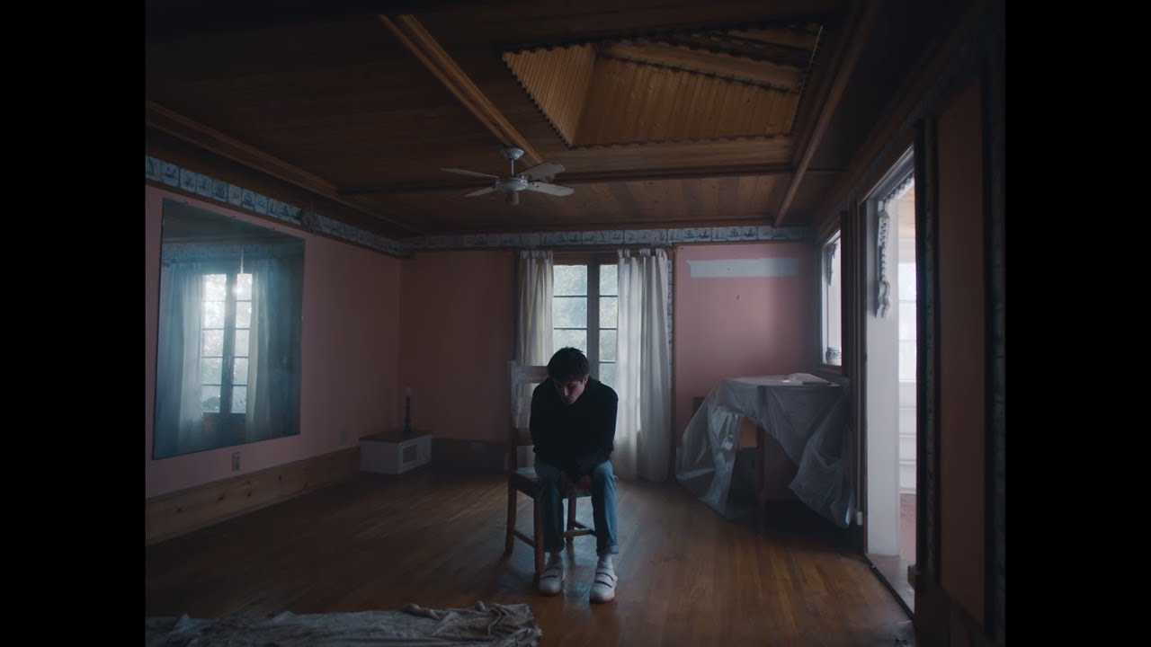 Alec Benjamin - Let Me Down Slowly (feat  Alessia Cara) [Official Music  Video]