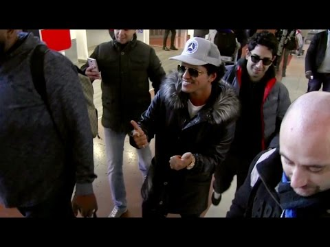 EXCLUSIVE - Bruno Mars arrives in Paris...
