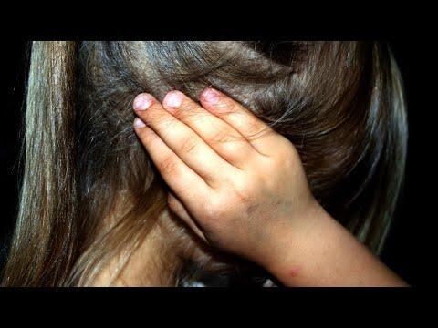 Professora é flagrada ameaçando e xingando crianças em creche   Primeiro Impacto (20/04/18)