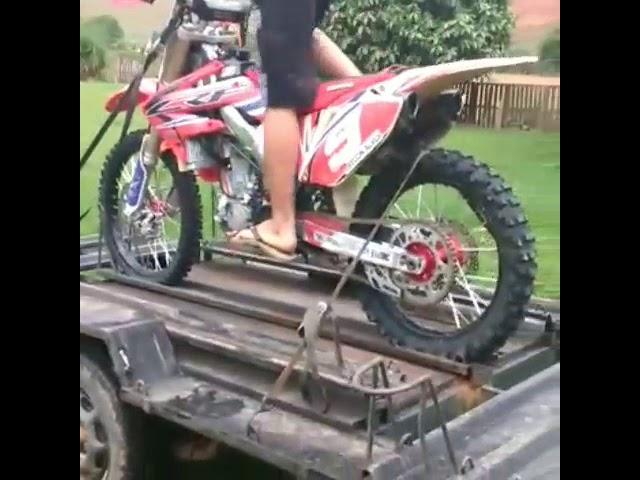 escapamento e ponteira akrapovic   esportivo moto de trilha ,crf 230 crf 250 crf 450