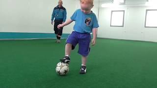 Маленький футболист 2,6 года:) Футбол для малышей