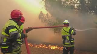 Les pompiers sont cernés par de gigantesques incendies