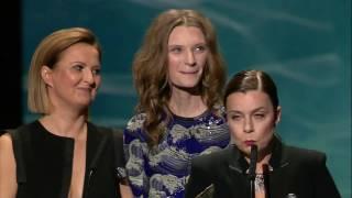 Orły 2017 - Agata Kulesza odbiera nagrodę w kategorii