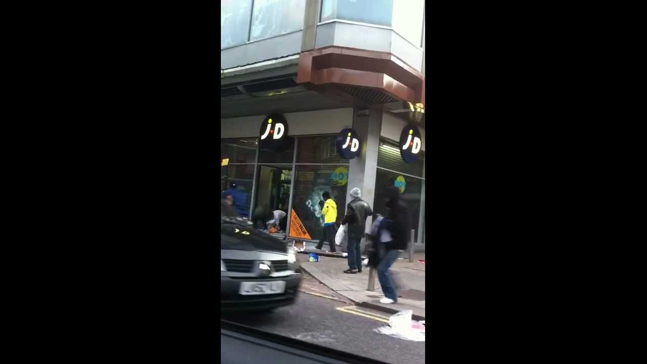 Looting Woodgreen 2 london 2011