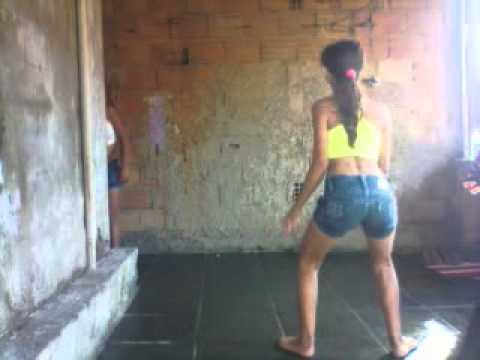 Meninas dançando bonde das