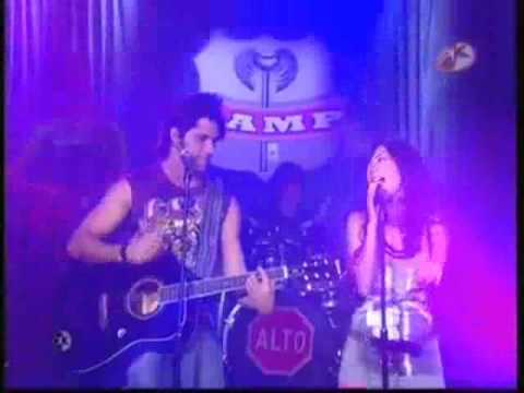 Catalina y Axel cantan Clavado Atrevete a Soñar