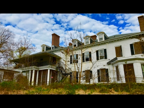 Giant Abandoned MILLIONAIRES MANSION w/ Things Still Left Behind, IS SOMEONE INSIDE WITH US?