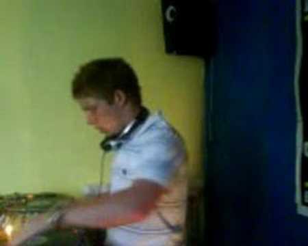 DJ UNO 'scratching NRG'