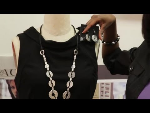 How to Match Jewelry With a Dress & Shoes : Fashion Matching